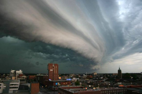 http://commons.wikimedia.org/wiki/File:Rolling-thunder-cloud.jpg